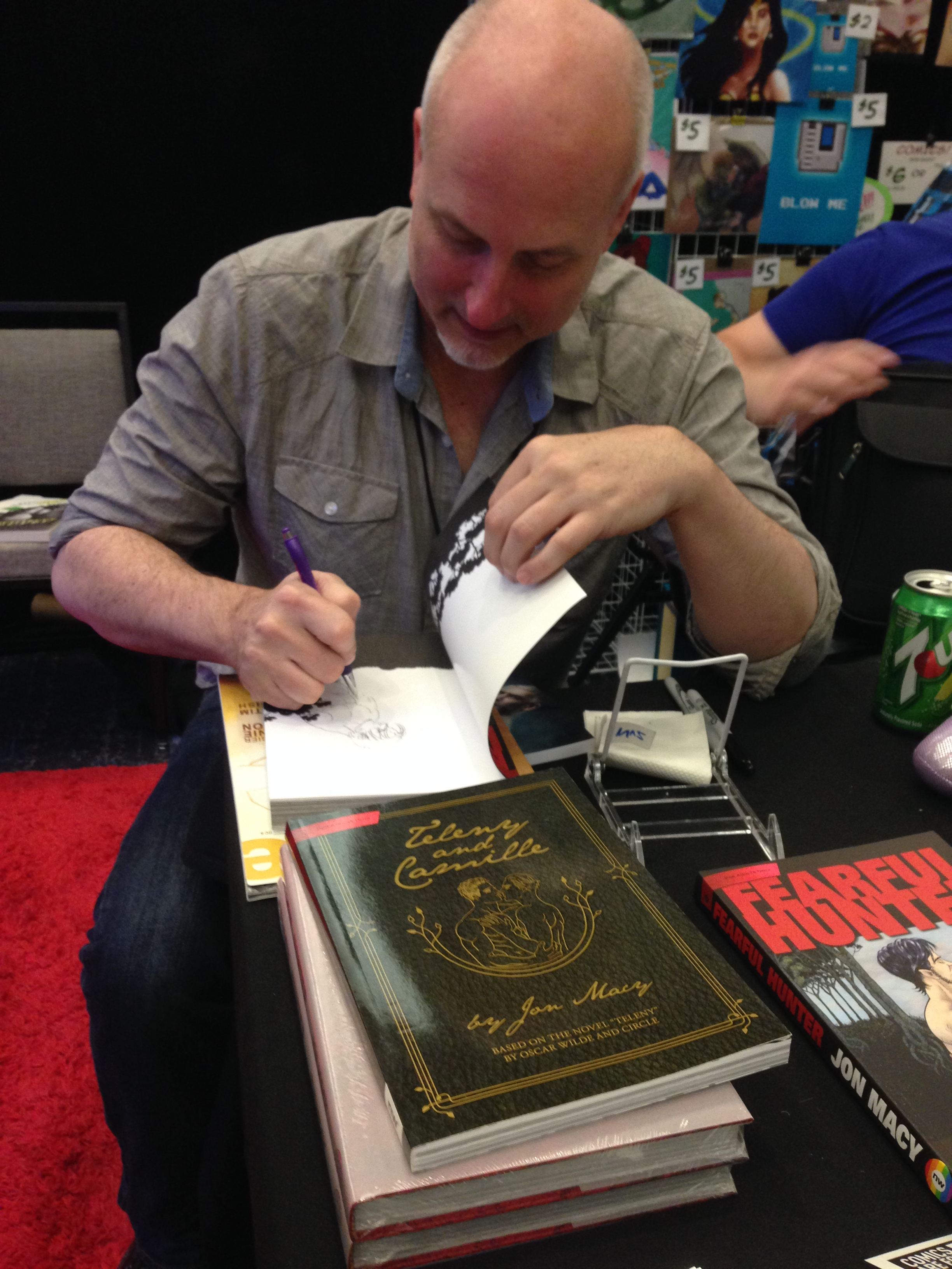 That's Merman Jax On The Left (out Of Costume, But Still Very Cute) And On  The Right, Jon Macy, Author Of Fearful Hunter, Doing An Awesome Drawing  When He